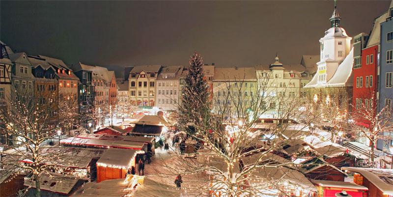 Blick aus der Sportsbar auf den Weihnachtsmarkt